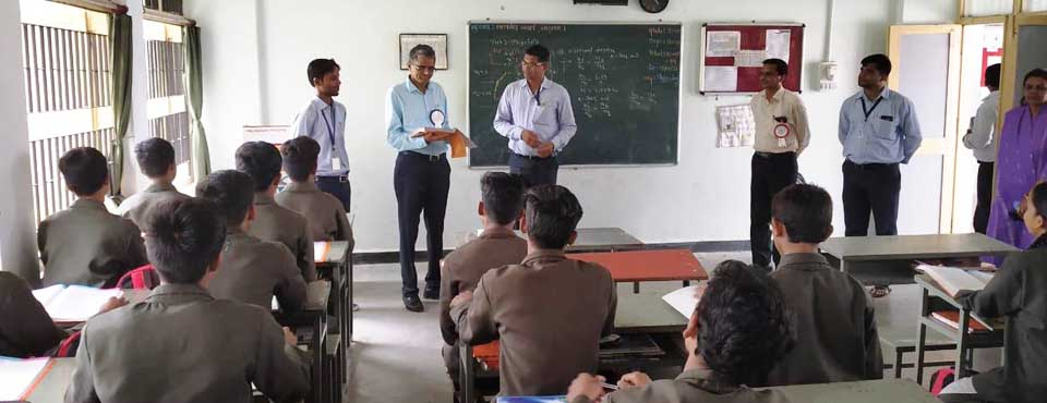 Hon'ble Tribal Secretary, Shri R C Meenasir visited the Eklavya Model Residential School, Khodada, Tapi